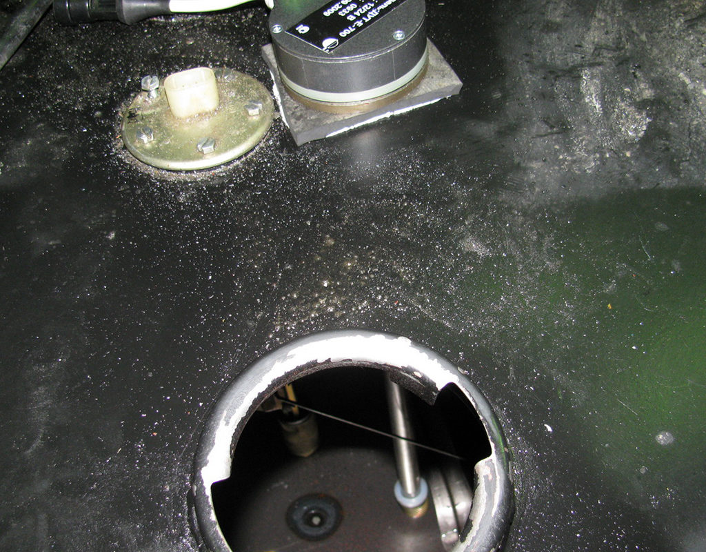 Датчик уровня топлива DUT-E установлен в бак