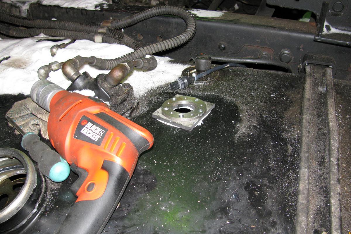 Процесс установки датчика уровня топлива