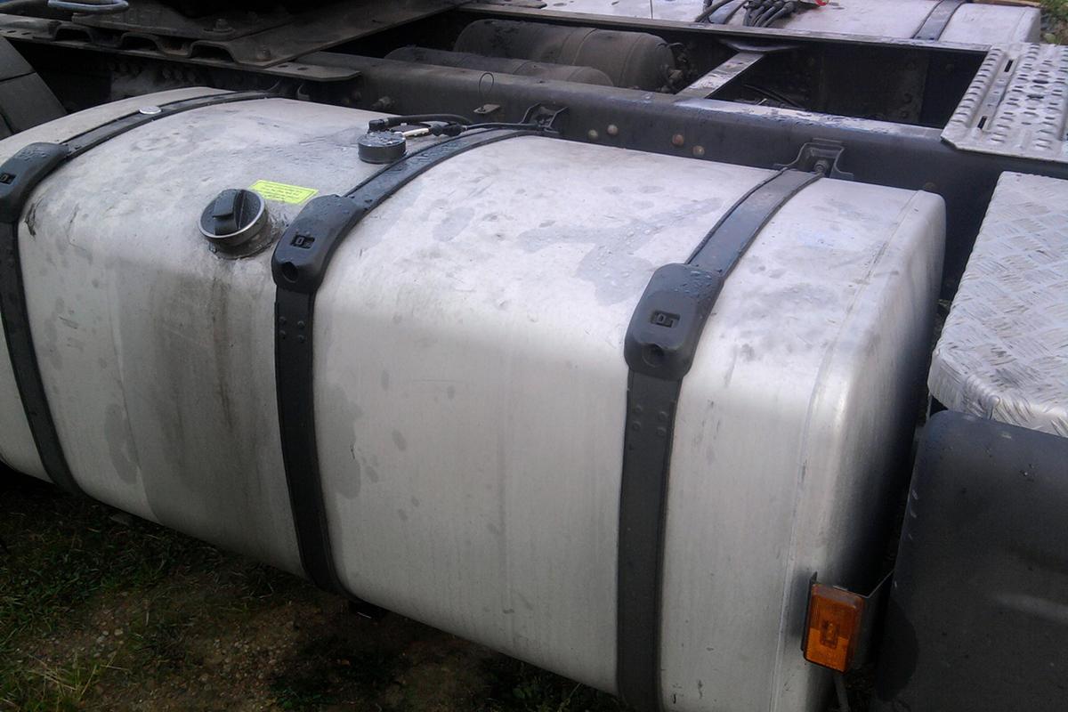 Датчик уровня топлива DUT-E установлен и подключен