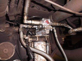 DFM 250D CAN установлен на специально изготовленный кронштейн. Монтаж произведен в соответствии с условиями эксплуатации на жд.