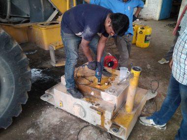 Просверливание специального отверстия для монтажа датчика уровня топлива