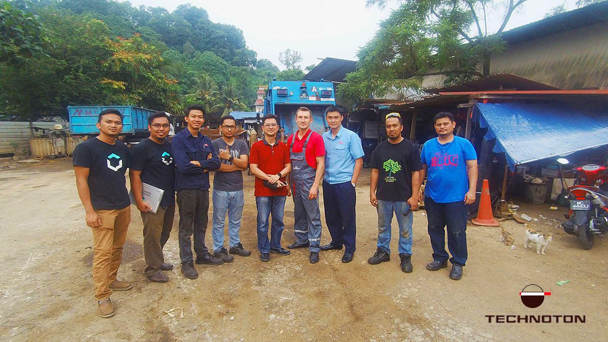 Команда установщиков с инженерном Технотон
