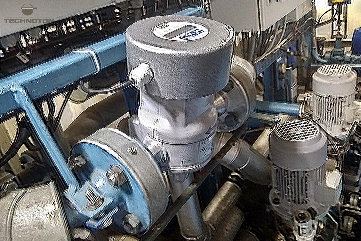 Medidor de flujo de combustible DFM en la línea principal del motor marino