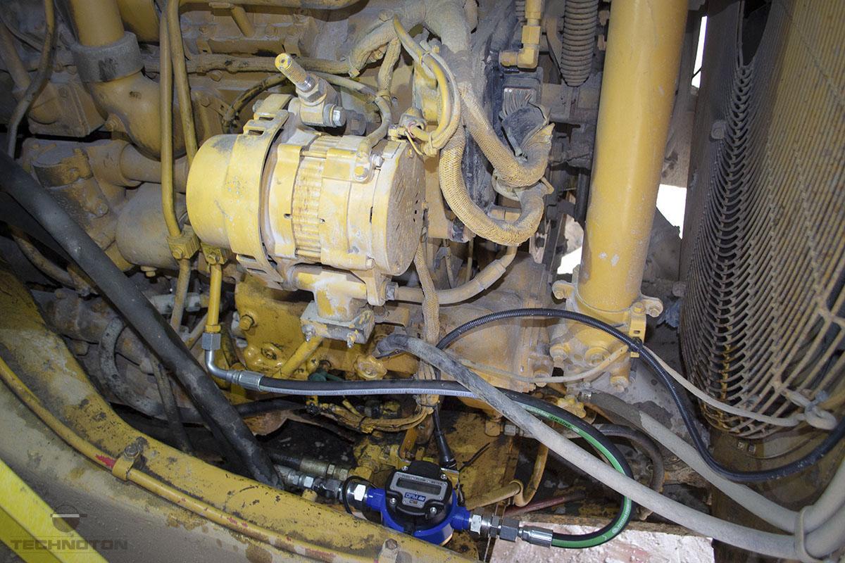 Medidor de flujo de combustible en la línea de retorno del motor