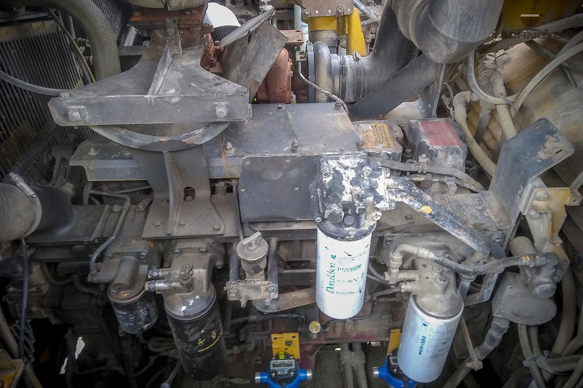 Sistema de combustible del motor trasero Komatsu y medidores de flujo instalados